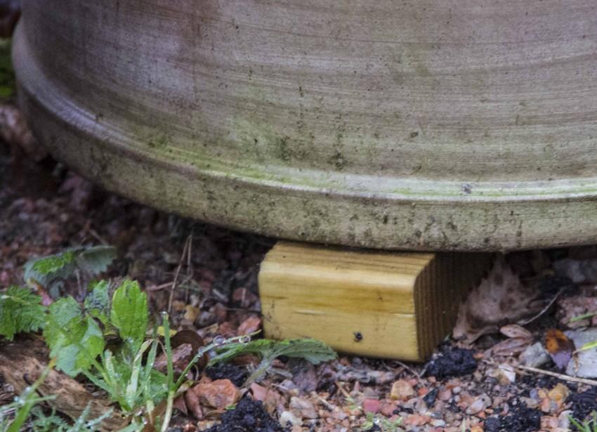 Ikke glem å sette de frostsikre utekrukkene på klosser på vinteren for å hindre frostspregning.